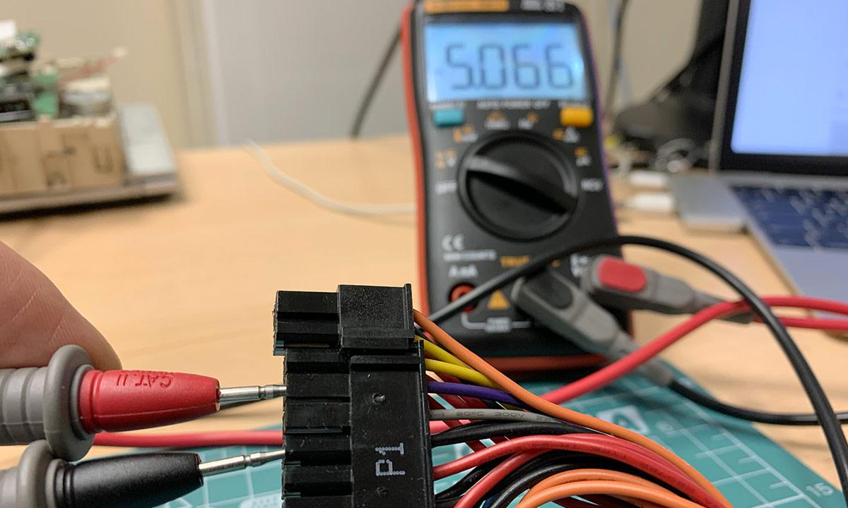 Проверка дежурного напряжения 5V компьютерного блока питания